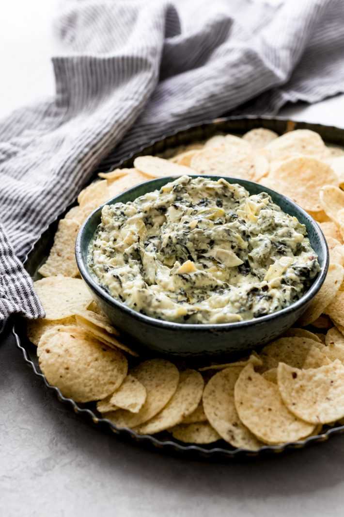 THE EASIEST SLOW COOKER SPINACH ARTICHOKE DIP