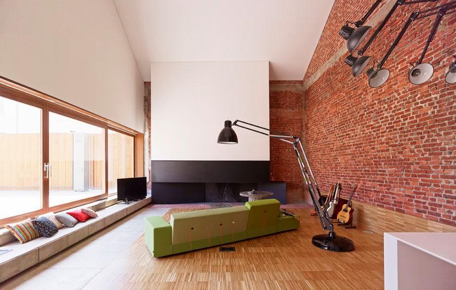Open plan con sala de estar, chimenea, y cocina