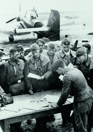 18 August 1940 worldwartwo.filminspector.com Stuka mission briefing