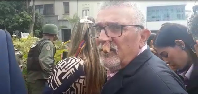 VENEZUELA: Agredido diputado Luis Lippa en  adyacencia  de asamblea nacional este martes.