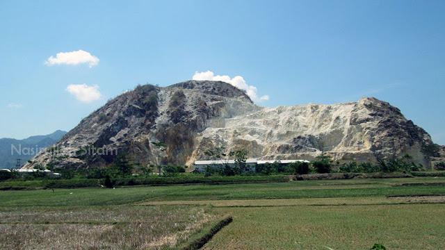 Gunung Watu Putih dari kejauhan