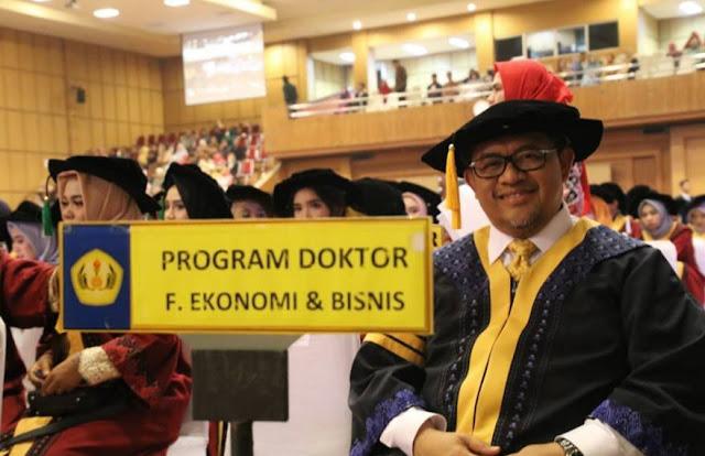 Wisuda Doktor, Aher Raih IPK 4 Cumlaude