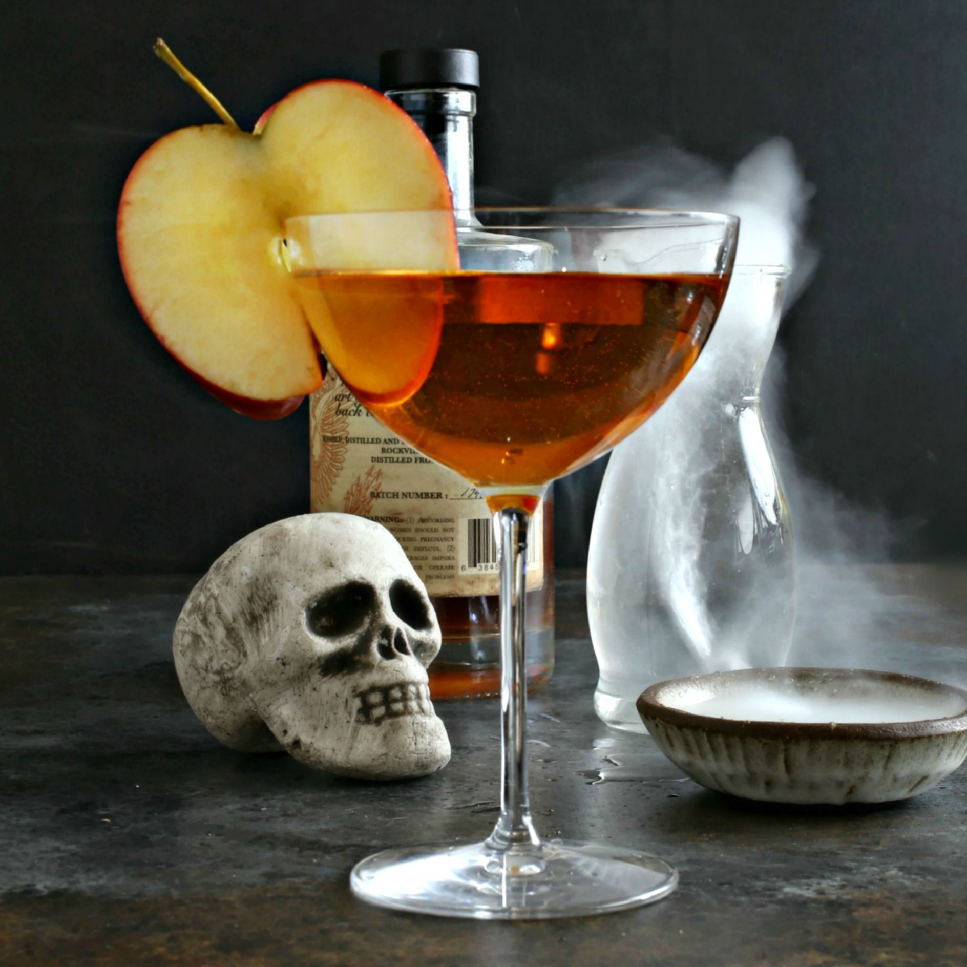 Recipe for a bourbon cocktail flavored with sweet vermouth, apple cider and Angostura bitters.