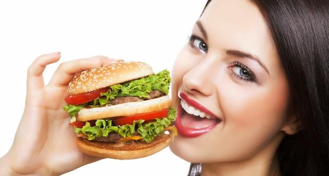 """Kenapa Ya Burger Dinamakan Hamburger, Padahal """"Ham"""" Artinya Daging Babi? Dan Benarkah Jika Hamburger Itu Terbuat Dari Babi? Inilah Penjelasannya"""
