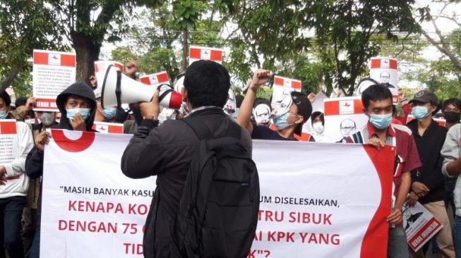 Kantor Komnas HAM Digeruduk Sejumlah Massa, Minta Penjelasan Alasan Periksa Firli Bahuri cs