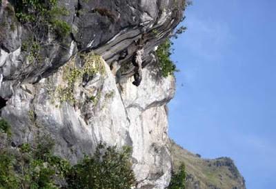 Batu Gantung Danau Toba Sumatera Utara