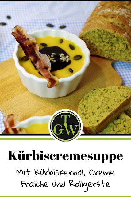 Steirische Kürbiscremesuppe schnell und einfach mit Crème Fraiche und Rollgerste #kürbiscremesuppe #kürbissuppe #cremefraiche #schnell #einfach #kürbiskernöl #kürbiskerne #steirisch #österreichisch #bauchspeck - Foodblog Topgartenwelt