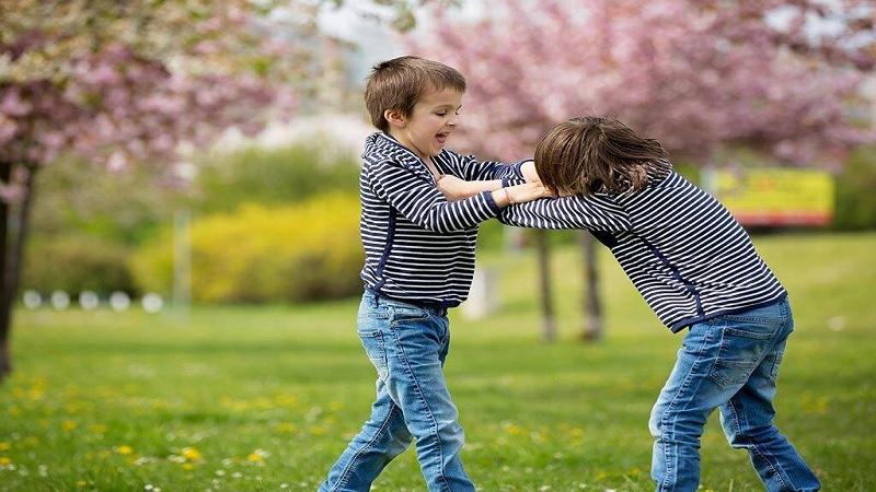 Waspadai Teman yang Membawa Dampak Buruk Pada Anak
