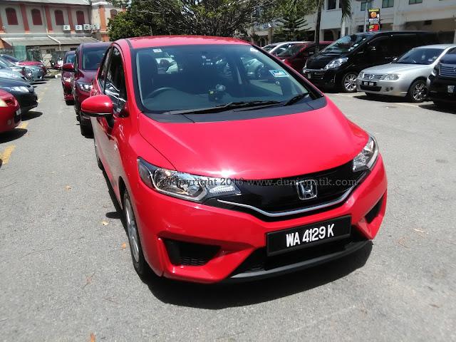 Honda Jazz dengan warna Carnival Red