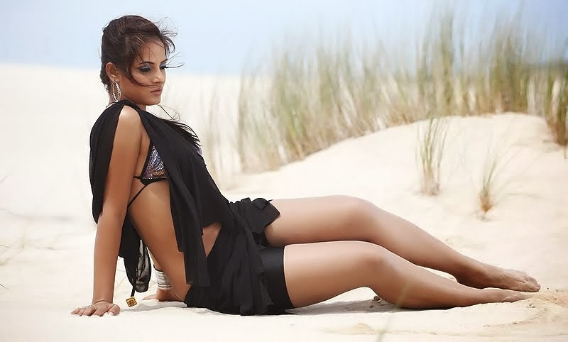 Bollywood Actress Neethu Chandra Hot Thighs & Cleavage