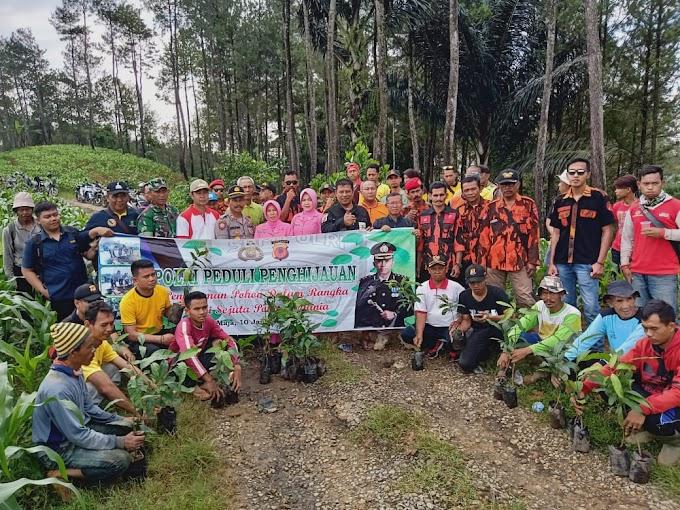 Polres Majalengka Sumbang 1.200 Bibit Pohon Untuk Desa Nunuk Baru