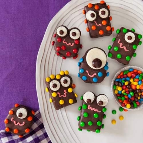 Halloween Party Ideas | 10 Cute & Fun Treats for Kids - via BirdsParty.com
