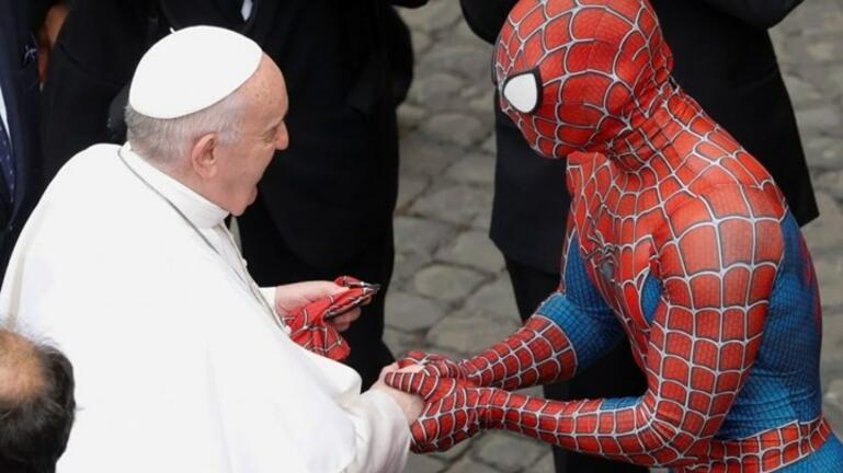 O Πάπας συνάντησε τον... Spiderman