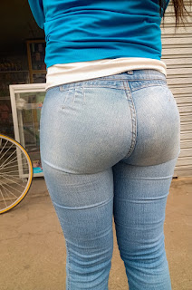 Mujeres nalgonas jeans apretados calle