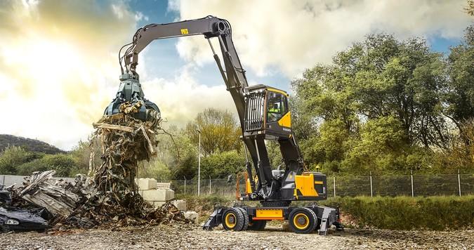 Volvo lança escavadeira EW240E MH no Brasil