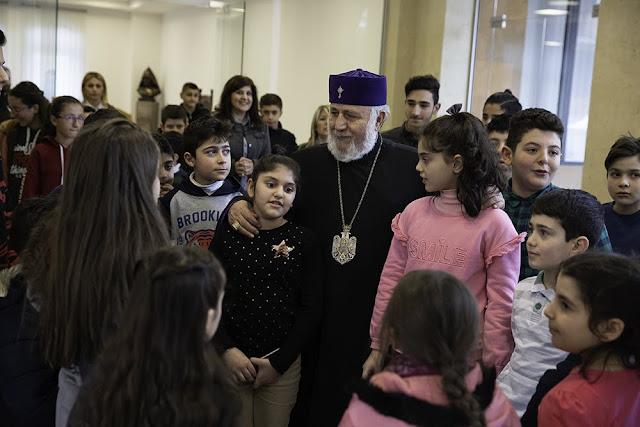 Karekin II recibe a niños de refugiados de Siria en Armenia
