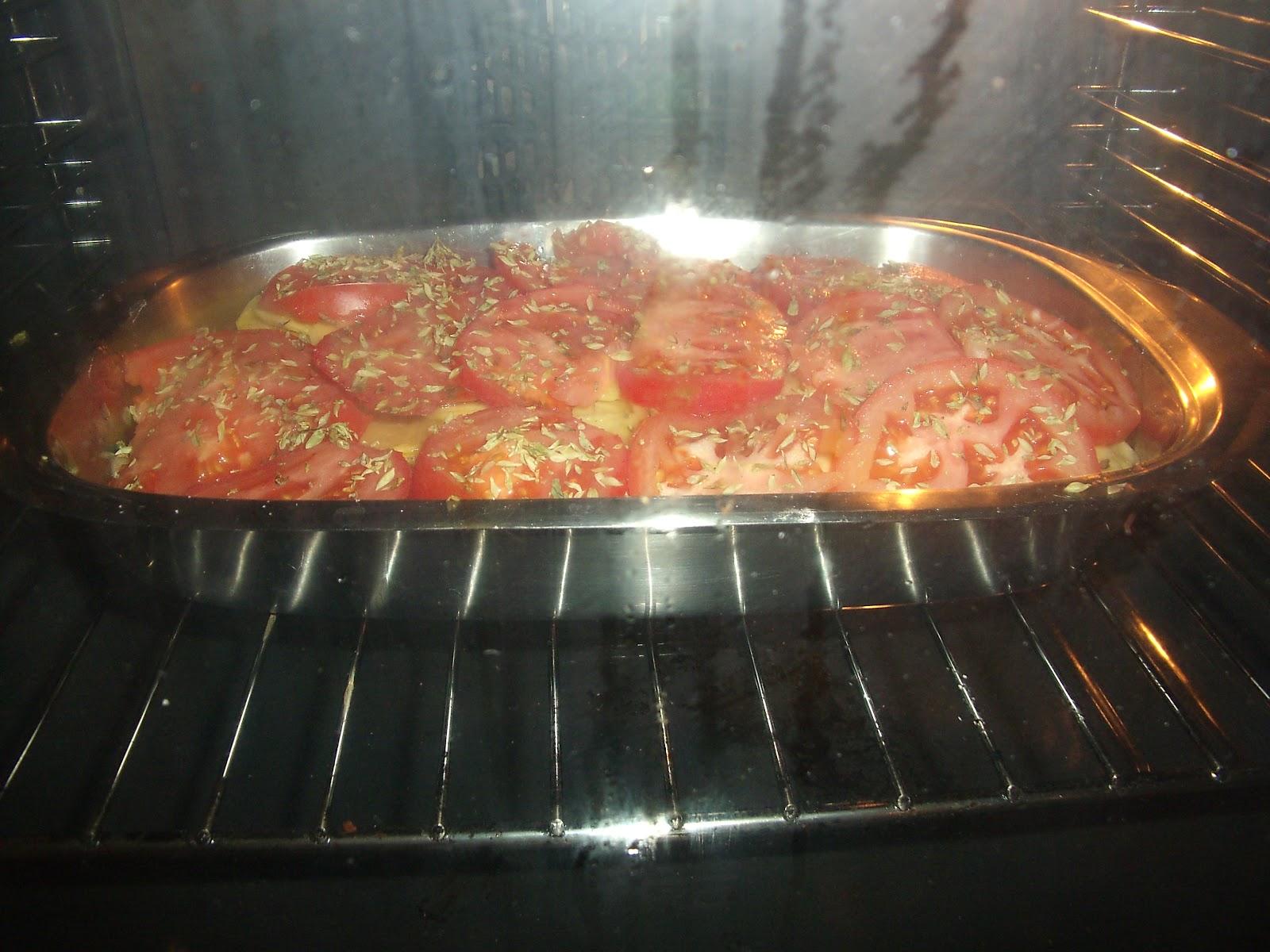 La cocina de la rubi merluza al horno con patatas panaderas for Cocinar filetes de merluza