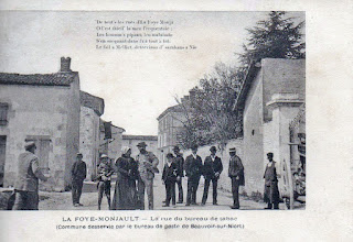 Cartes postales anciennes : La rue du bureau de tabac