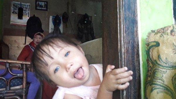 Mata Anak Ini Bisa Berubah Warna putih, abu-abu, biru, hitam dan coklat