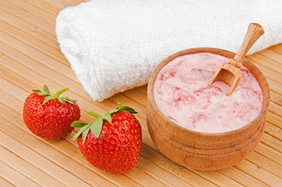 Strawberries and Yogurt for acne