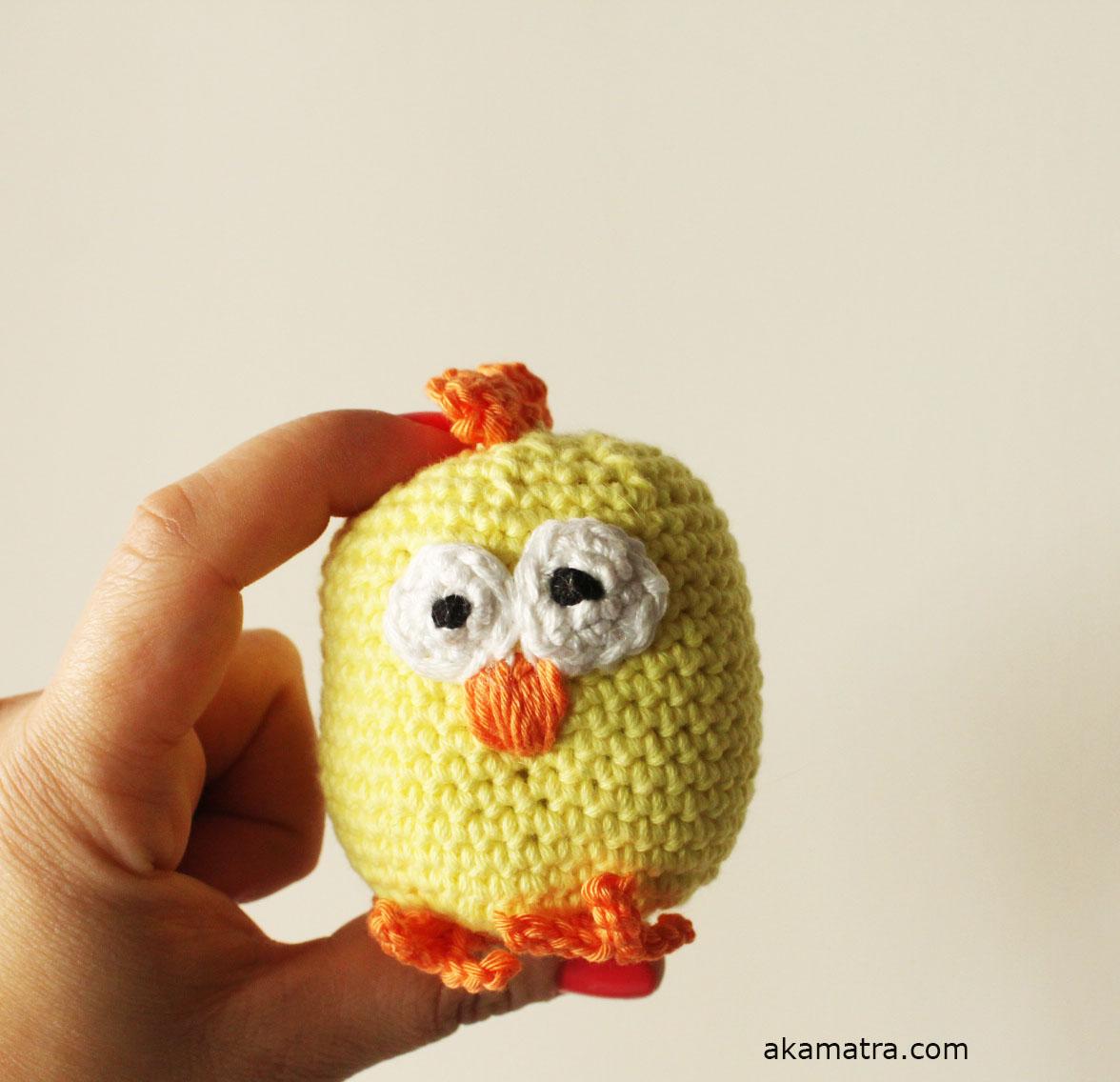 Crochet an Easter Chicken - Free pattern - Akamatra