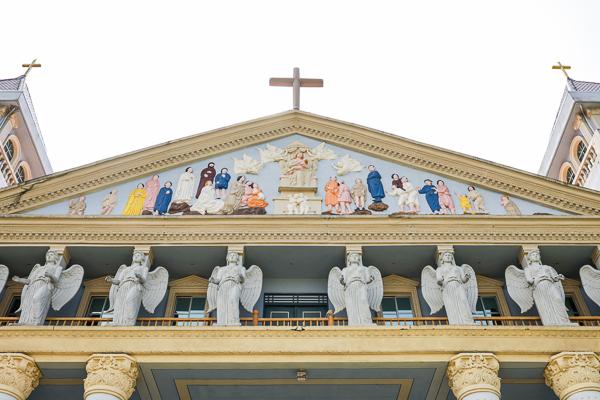 台中金陵山圓滿教堂繽紛外觀還有歐式花園,敗犬女王偶像劇拍攝地