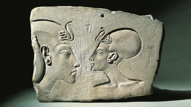 King Akhenaten and his wife queen Nefertiti