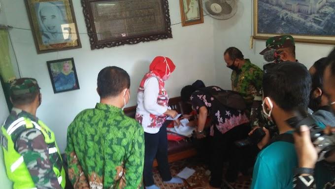 Bantuan Terdampak  Pandemi Covid, Untuk Guru Ngaji  Kecamatan Kaliwates Mulai Salurkan Dengan Dor to Dor