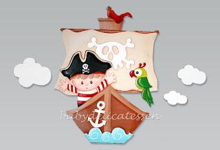 silueta infantil de madera barco pirata con niño babydelicatessen