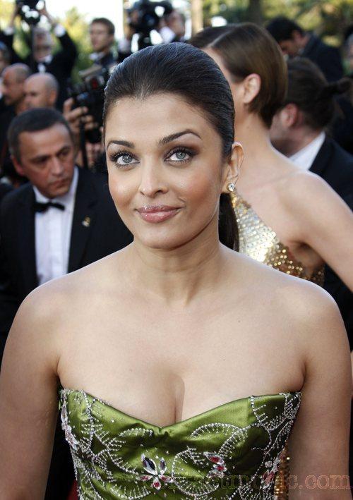 Aishwarya Rai: Latest New look HD Hot and Sexy Photo Gallery
