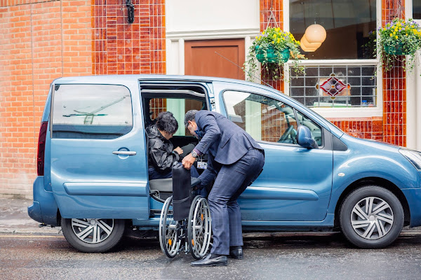 Uber lança novo serviço de mobilidade reduzida em parceria com a Associação Salvador