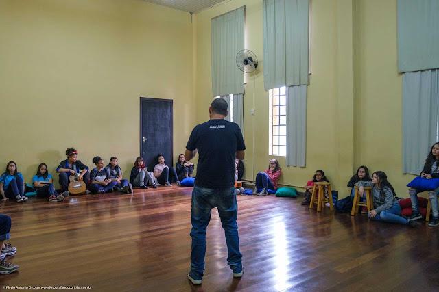 Interior do Centro Estadual de Capacitação em Artes Guido Viaro - curso de música