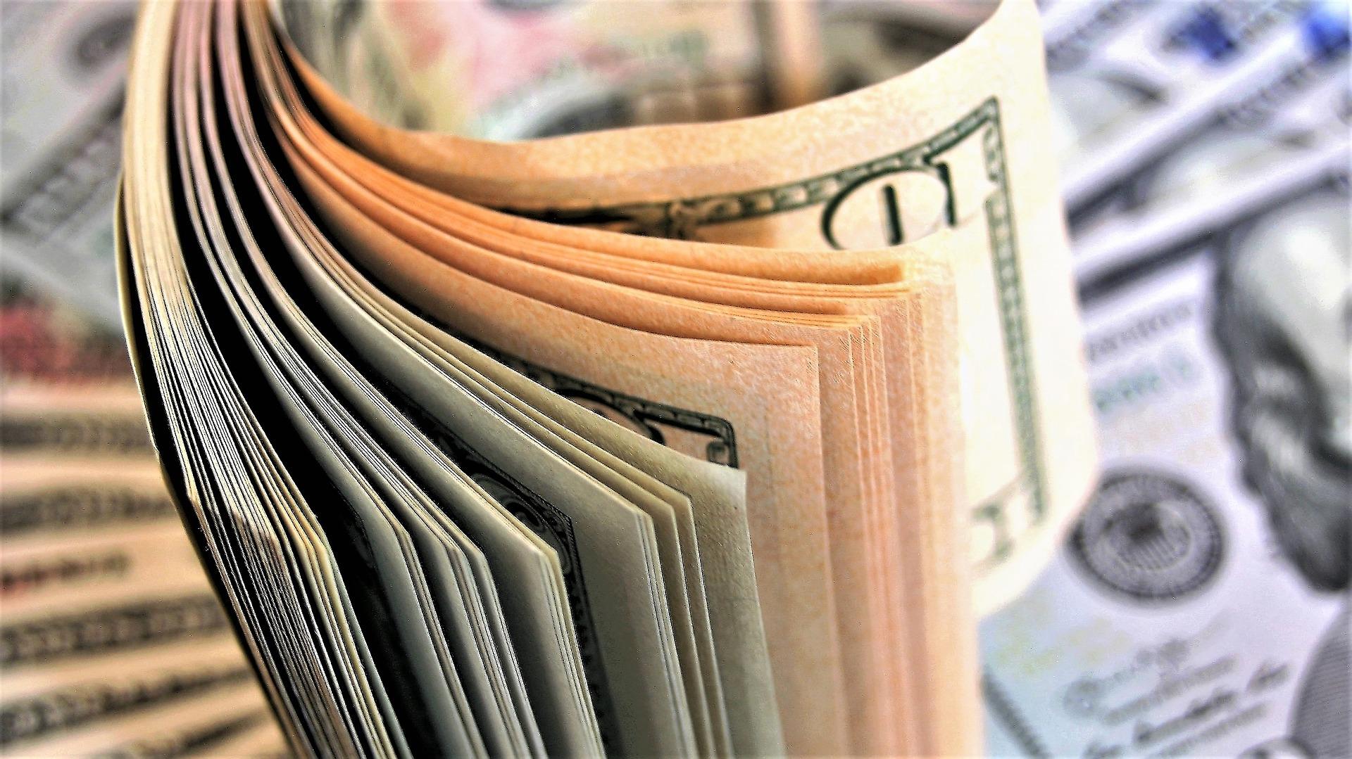 Доллар США вырос на новостях о новом штамме COVID-19