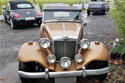 Apesar da falta de brilho no para-choque cromado, a dianteira do conversível conserva aspectos originais de fábrica.