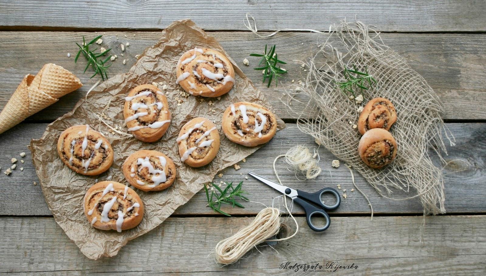 ciasto drożdżowe, drożdżowiec, z orzechami, orzechy, masa orzechowa, daylicooking, Małgorzata Kijowska