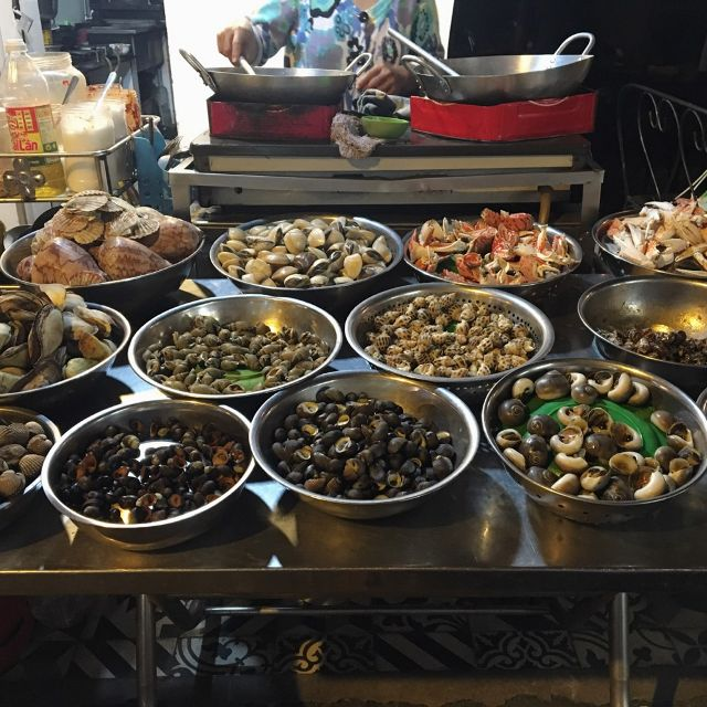 Walking Street concentrates many delicious snail shops.