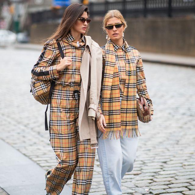 Bufandas y chubasqueros de Burberry, estilo y elegancia
