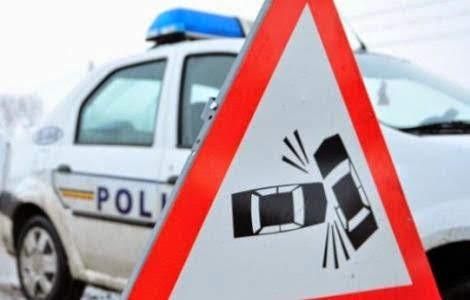 Un bărbat aflat în traversare a fost accidentat grav de o mașină de poliție