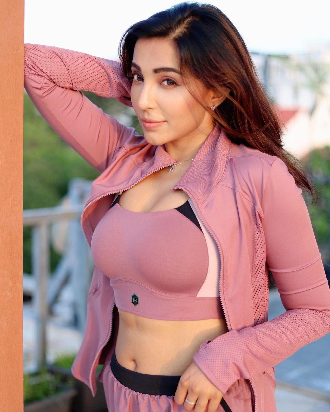 Parvati Nair Exclusive Latest Photos Actress Trend