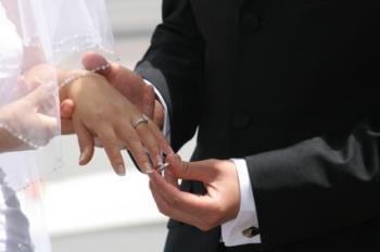 What Hand Do Men Wear Wedding Ring