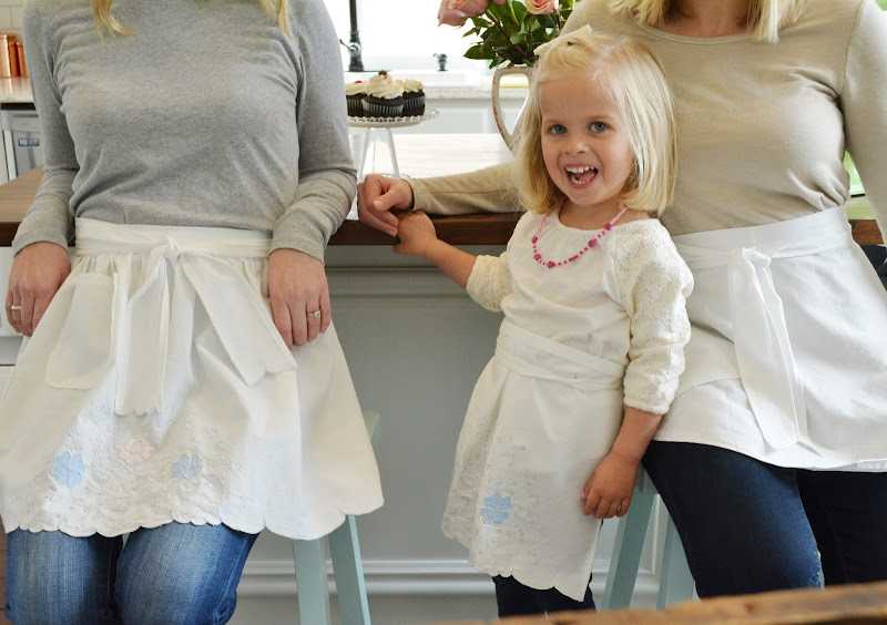 https://www.etsy.com/listing/517828957/frosted-cupcake-aprons-white-vintage?ref=shop_home_active_18