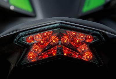 Kawasaki-Z800-Taillight