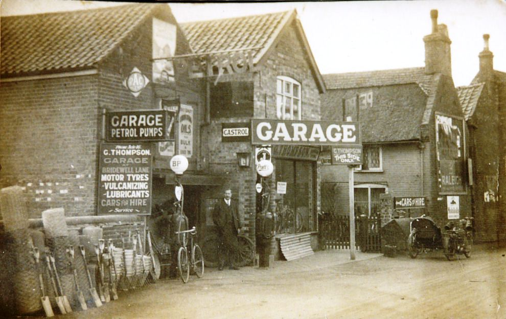George_Thompsons_garage_1920.jpg