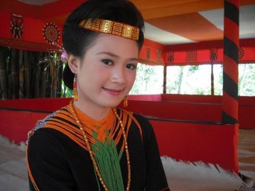 Pakaian Adat Toraja Menarik Perhatian Dunia Lensa Wisata Dan Budaya