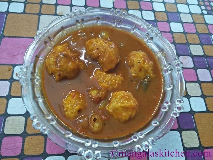 Chettinad Paruppu Urundai Kuzhambu | Tasty Dal balls soaked in Spicy Kuzhambu