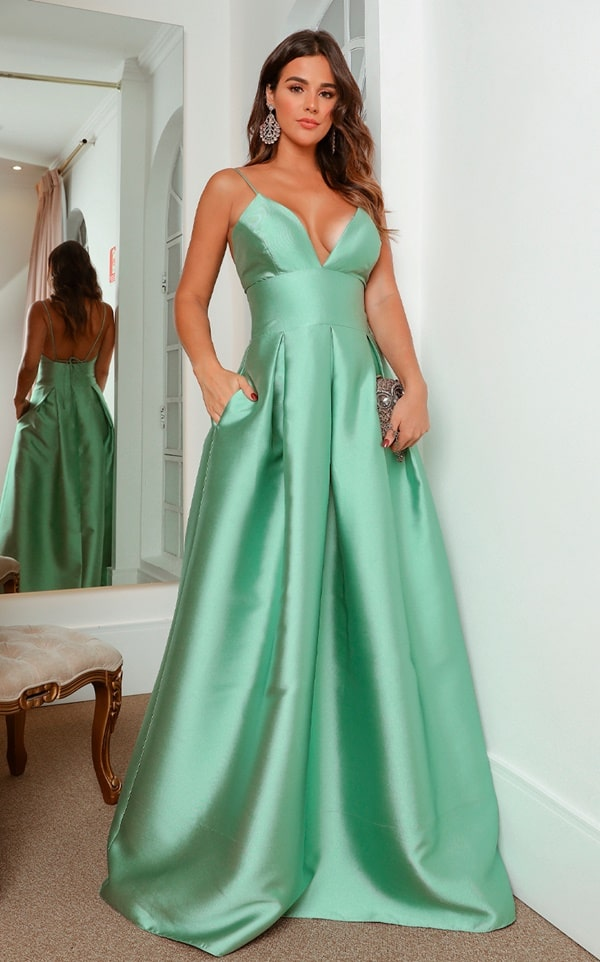 vestido longo verde menta estilo princesa com bolso