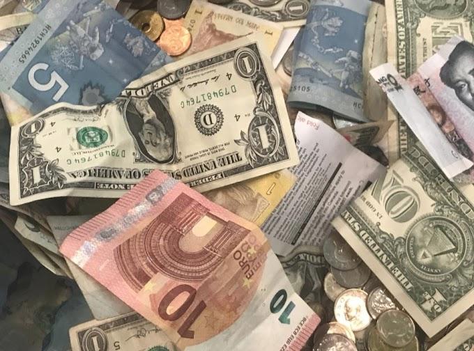 El dólar cae, todos los ojos están puestos en el discurso del presidente de la Fed, Powell, esta semana