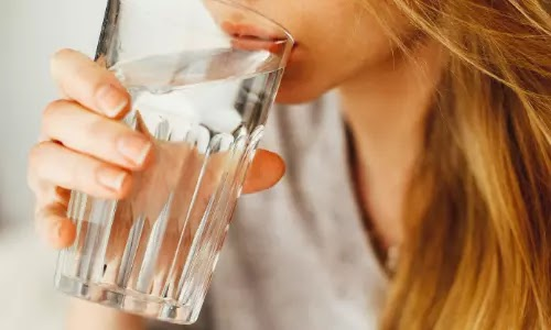 شرب الماء,تحديات ، فوائد شرب الماء ، فوائد شرب كميات كبيرة ماء,شرب الماء بكثرة,طبيب كلى يكشف أضرار كثرة شرب المياه,ماذا لو شربت الكثير من الماء,كثرة شرب الماء,الحصول على كمية كافية من الماء,شرب الماء يوميًّا,كيف لك أن تشرب المزيد من الماء,شرب الماء بكثرة والتبول بكثرة,قلة شرب الماء,شرب الماء مع الاكل,شرب الماء على الريق,شرب الماء قبل النوم,ماذا لو توقفت عن شرب الماء,أضرار الإفراط في شرب الماء,الماء,اشرب الماء,ما مقدار الماء الواجب شربه يومياً,مصادر الماء,كمية الماء الصحية,افضل ماء للشرب