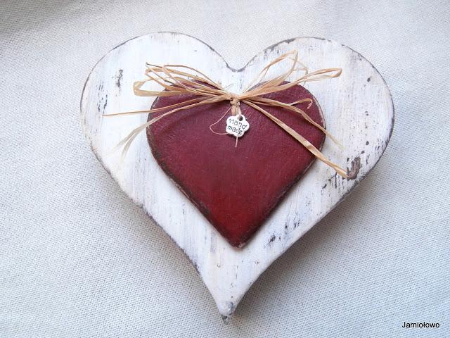 dwa serca -walentynkowy minimalizm w stylu rustykalnym