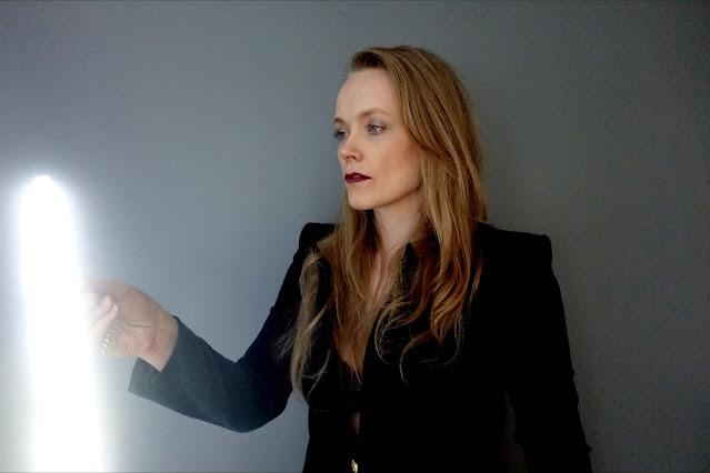 Ane Brun présente coup sur coup deux nouveaux albums l'un electro, l'autre acoustique.